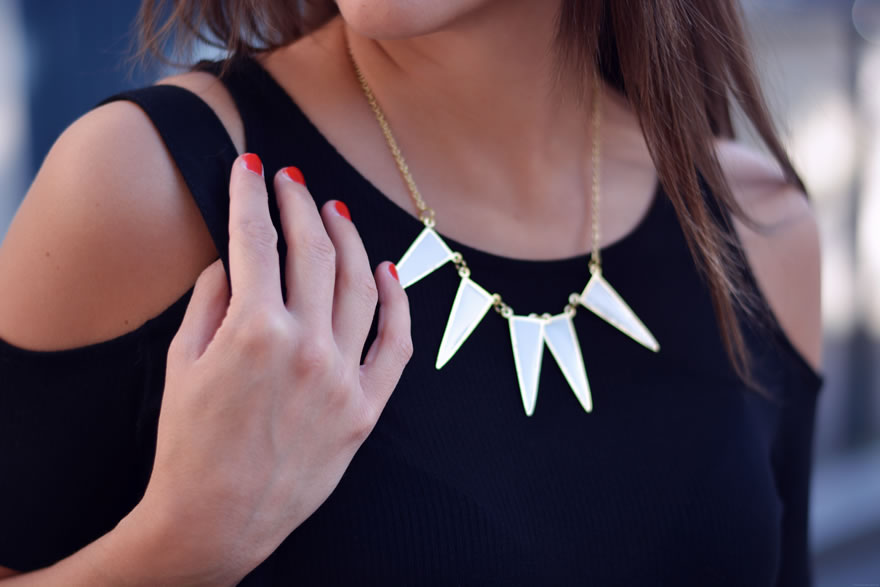 collier triangles blanc