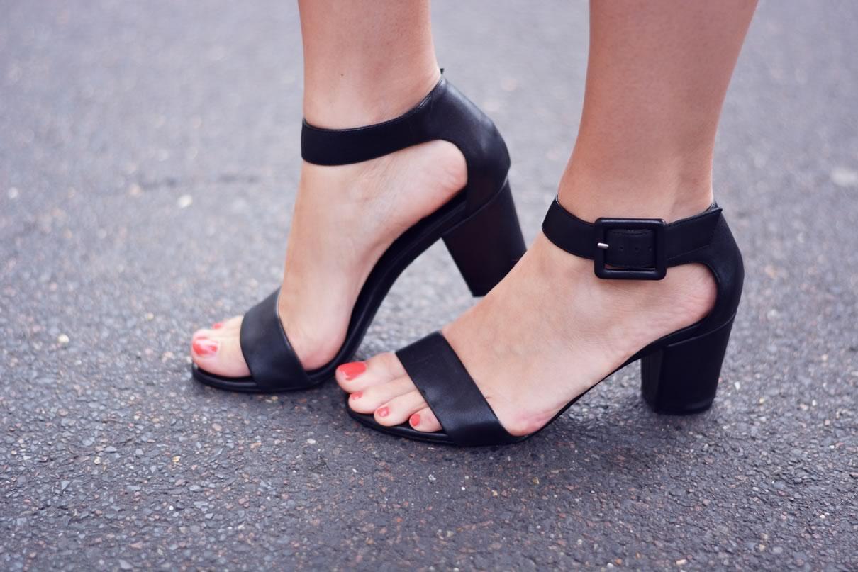 sandales noires andre