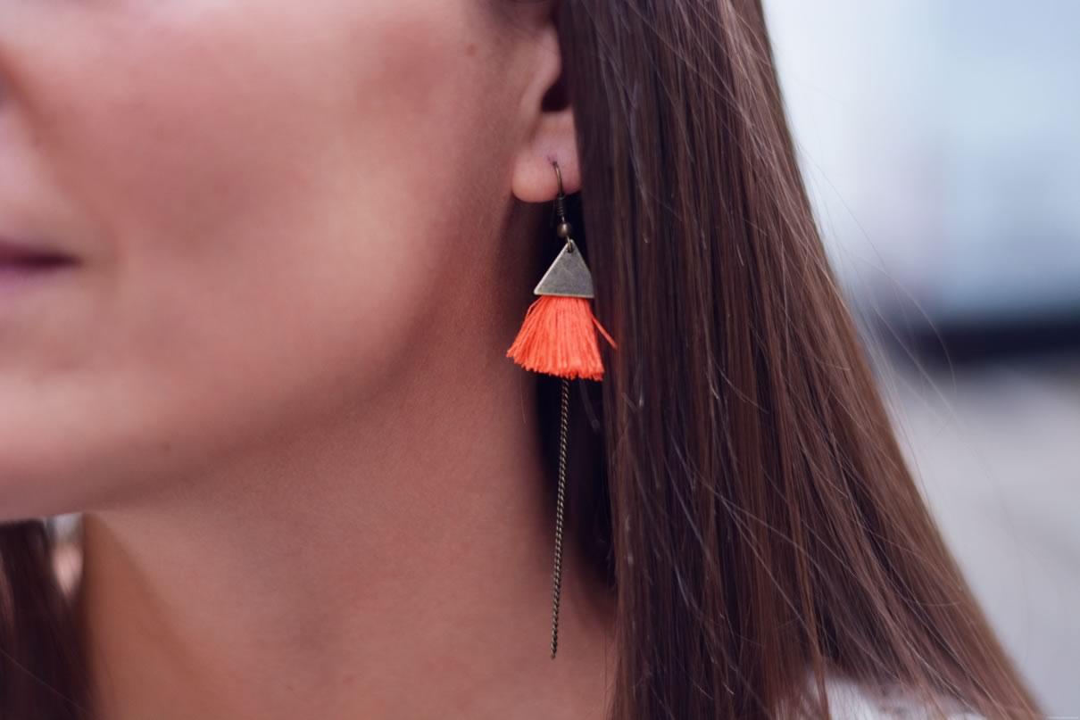 boucle d oreilles pompons oranges
