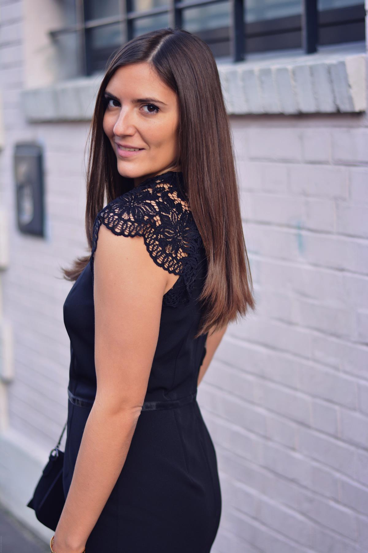 robe noire epaules dentelle