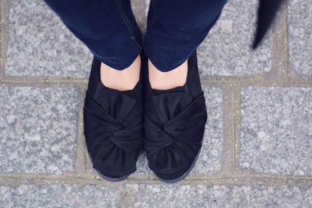 chaussures avec noeuds sur le dessus