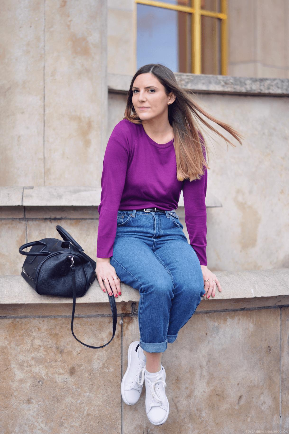 look-pull-violet