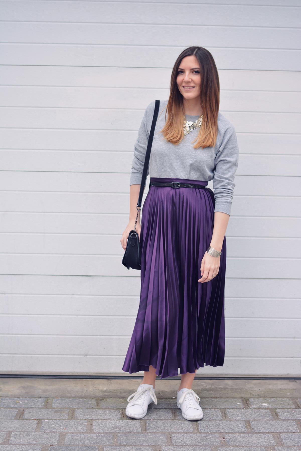 look tendance avec une jupe violette