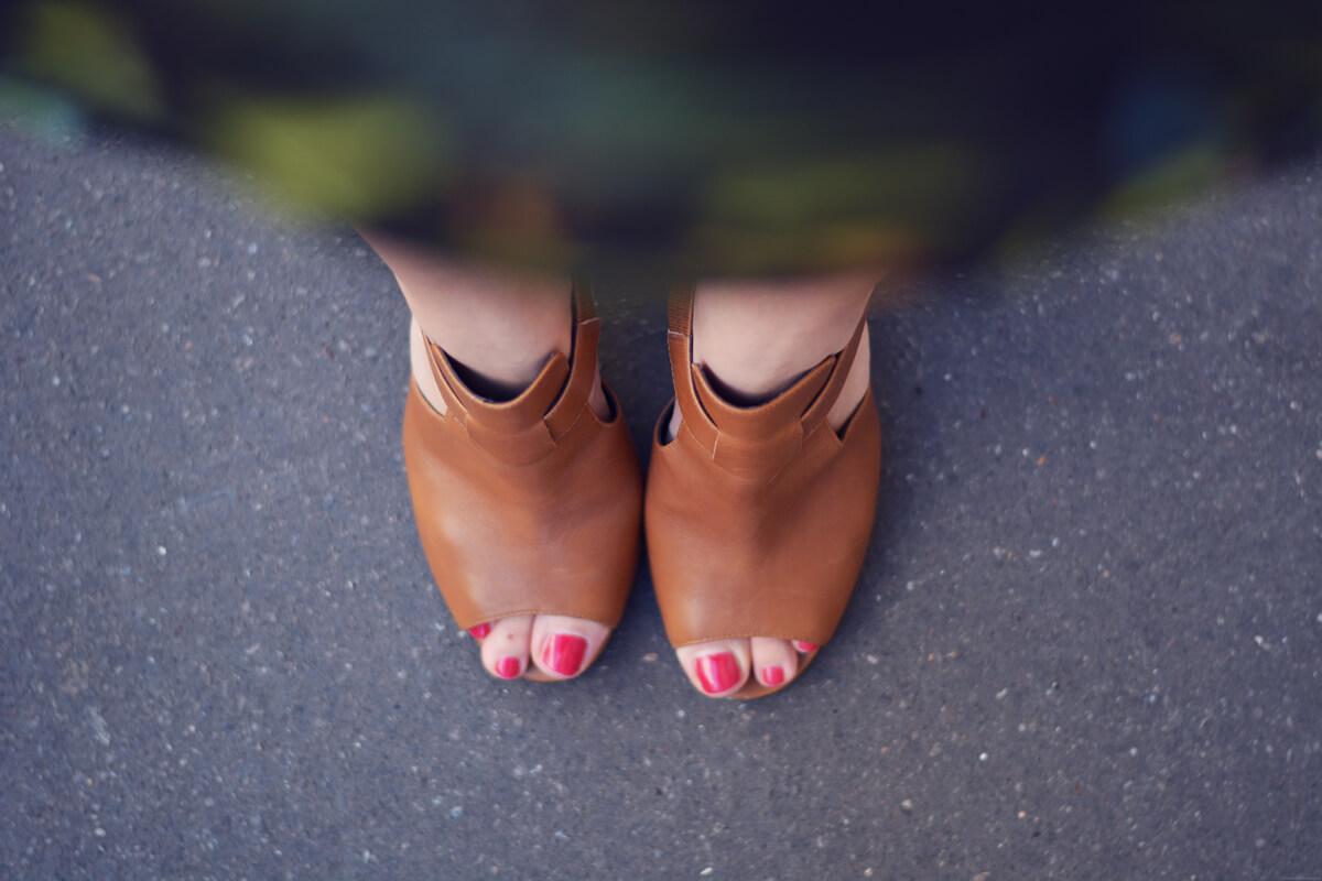sandales ouvertes camel