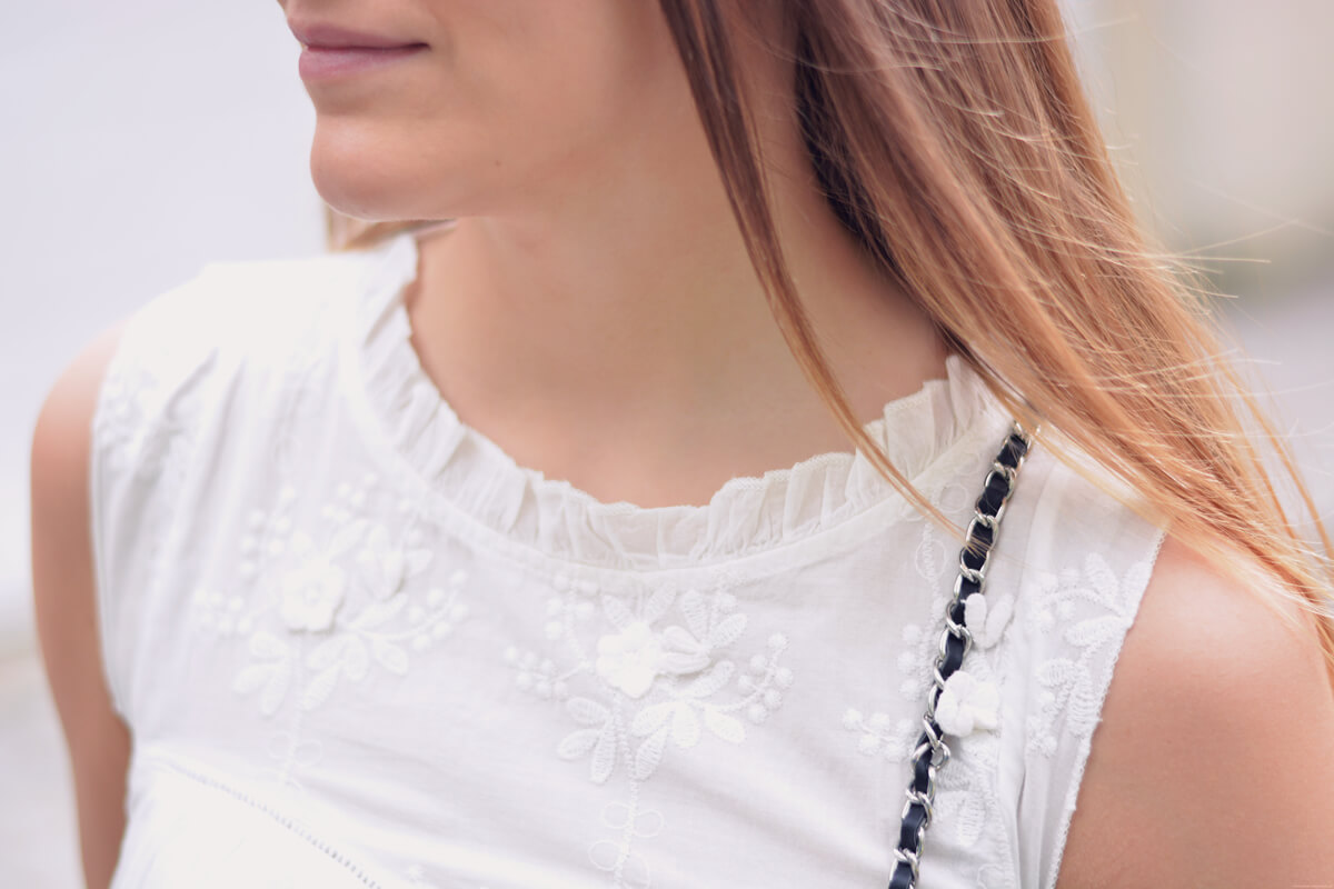 detail blouse dentelle et broderie nafnaf