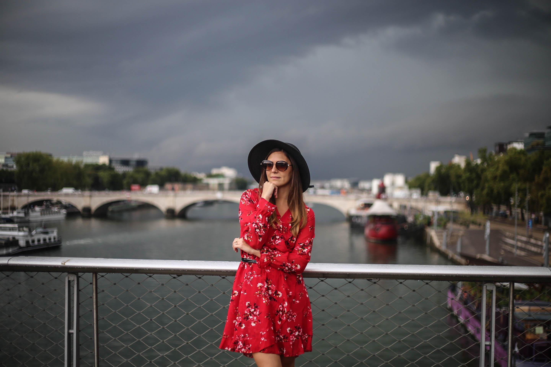 comment porter la robe fleurie au bureau