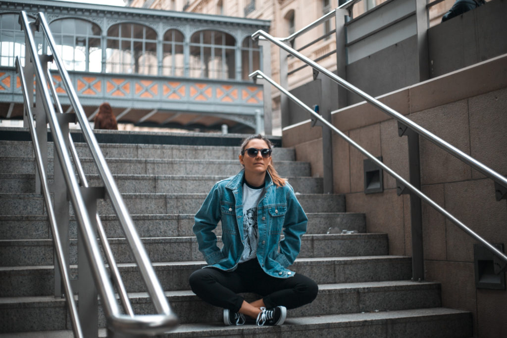 comment porter la veste en jean oversize blog mode tendance les caprices d iris
