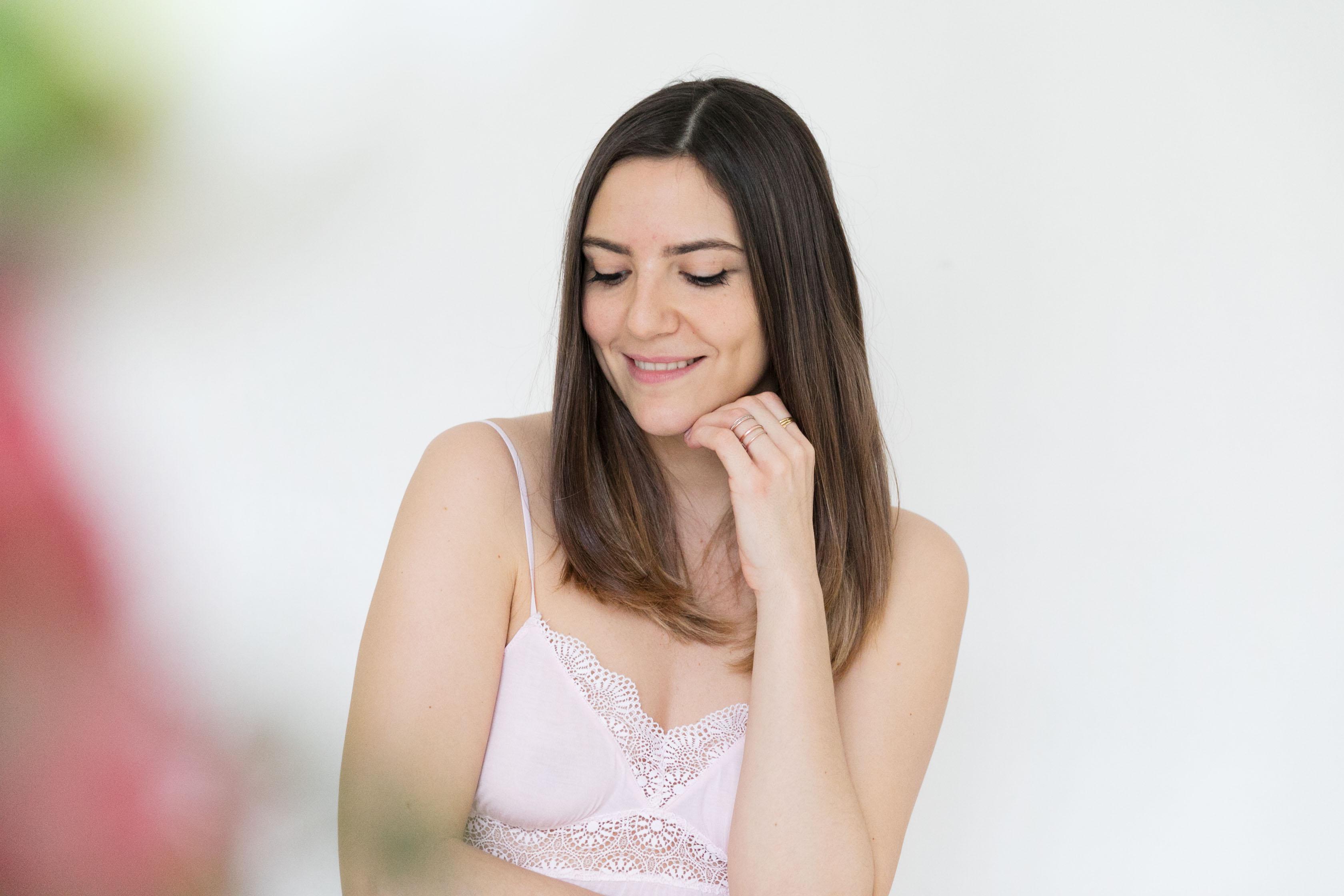 feminine en lingerie rose
