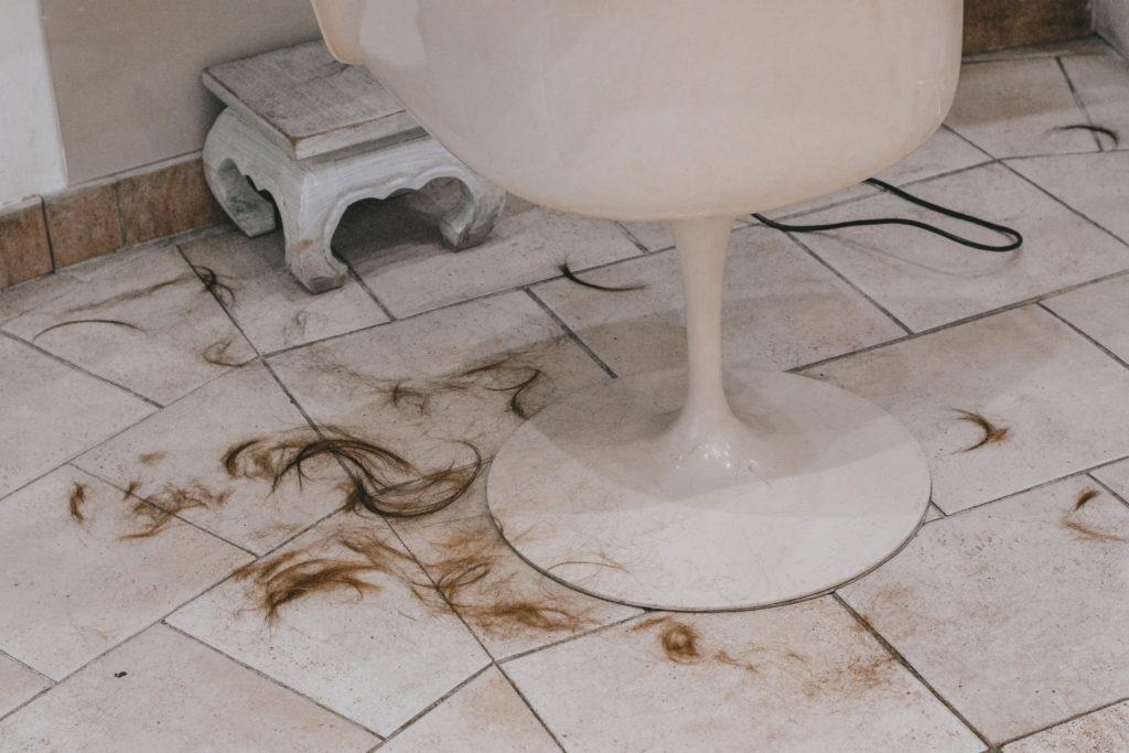 couper ses cheveux souvent